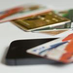 クレジットカード・財布を拾ったら、交番に届ける前にカード会社に電話しよう。お礼がもらえる。