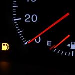 ロードサービスが無料でつく自動車保険やクレジットカードの比較と活用方法