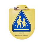 小学一年生がもらえる交通安全の黄色いワッペン。実は保険(交通事故傷害保険)がついている